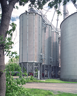 BROCK® Stiffened Holding Bins range up to 42 feet (12.8 m) in diameter and offer capacities of over 106,600 bushels (3,732 m³).