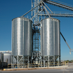 BROCK® Stiffened Holding Bins range up to 36 feet (11 m) in diameter and offer capacities up to 58,000 bushels (1,900 m³).