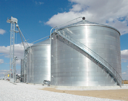 Brock's SUPER-AIR® Pneumatic System can assist with moving grain from the grain dryer to multiple storage bins.